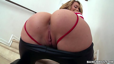 Round ass touching and worshiping Mia Malkova