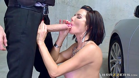 Security guard with huge cock Veronica Avluv offers it up to this milf