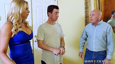 Milf Briana Banks is doing some house cleaning work