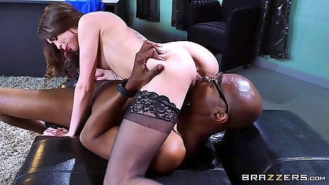 Psychiatrist fucking patient in interracial 69 with Riley Reid