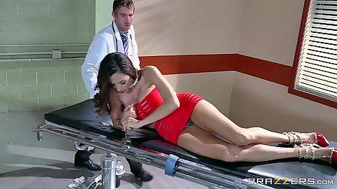 Latina milf Ariella Ferrera visit male doctor to get naked