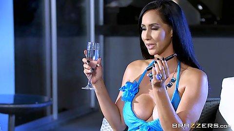 Charming milf babe Isis Love enjoying dick smoking