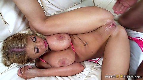 Bad girl boobfucker Kayla Kayden spreads her legs
