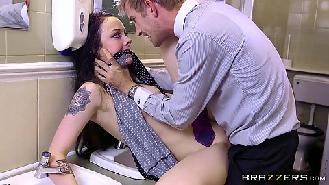 Big dick rough sex frontal pussy slamming with lively whore Alessa Savage
