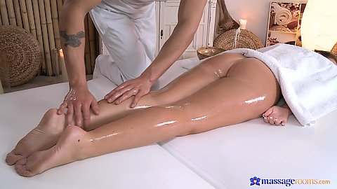 Jaw dropping chick Natalie came in for massage