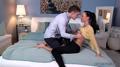 Couple sex with Alicia Wild wanting to spend the night