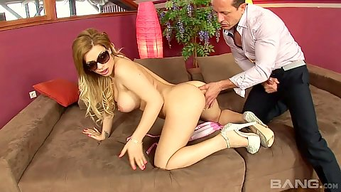 Heels and sunglasses milf fingering and oral with Bibi Noel