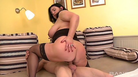 Bubble butt mature mom Justina sits on young boys dick