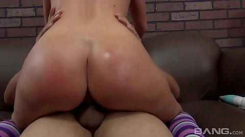 Nice ass honey milf Brianna Brooks rides penis
