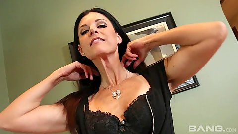 Impulsive solo milf babe India Summer is a mom with sex craving