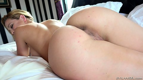 Foxy Cherie DeVille with nice round butt