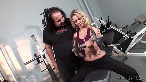 Blonde Sophia Lynn working out with yoga pants