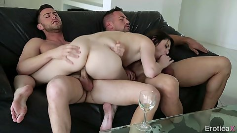 Cowgirl fuck with passionate Aspen Ora trying something new