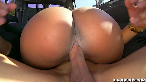 Superb black botty Zoey Reyes riding dick in the van