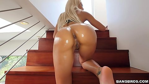 Knockout round ass latina Luna Star ass rimmed and fingered while her ass is all shiny