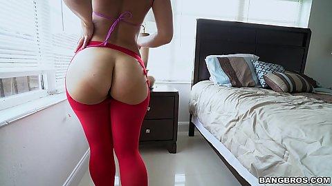 Immaculate ass in leggings Kelsi Monroe gets a butt plug to wear