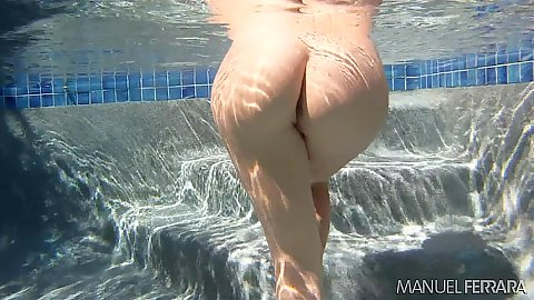 Younger college bitch Chastity Lynn jumps in the pool and gives head
