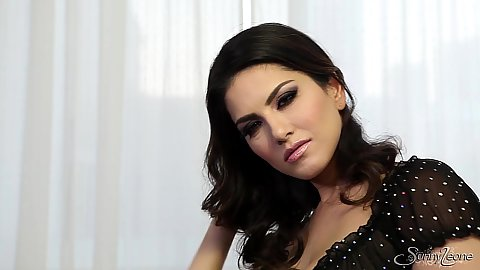 Glamour babe Sunny Leone getting naked and feeling herself up