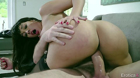 Office dick sitting round butt milf Mercedes Carrera does deep throat for extra interview points