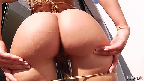 Anikka Albrite pulls down her bikini and shows ass hole