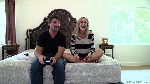 Bedroom video gamers Brandi Love