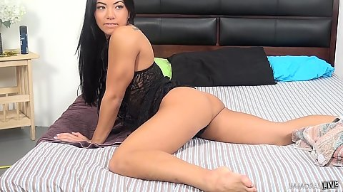 Shameless petite asian Morgan Lee solo layin gin bed