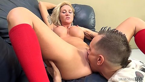 Eating vagina on milf Alexis Malone