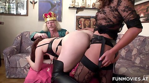 sd fucking her royal friend with strap on