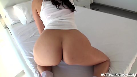 Curvy butt Anissa Kate in personal workout