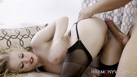 Temping blonde in nylon stockings Ash Hollywood gets nailed