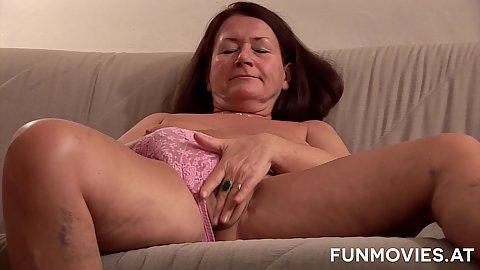 Masturbating mature granny Gusti Tschopp solo