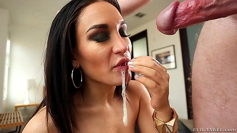 Sloppy head with brunette Gabriella Paltrova and Mia Austin in pov