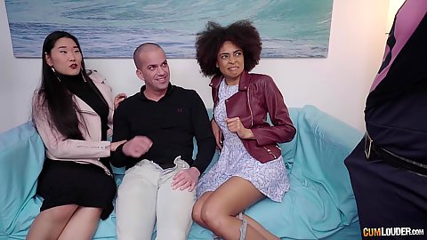 Two girls Luna Corazon and Katana caught on the street by security do oral