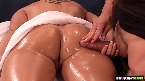 Bubble butt oil massage with male masseuse playing his dick on Kelly Divine body