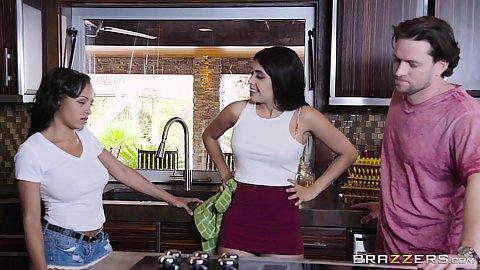 Kitchen helping with sibling rivalry Aaliyah Hadid and Anya Ivy