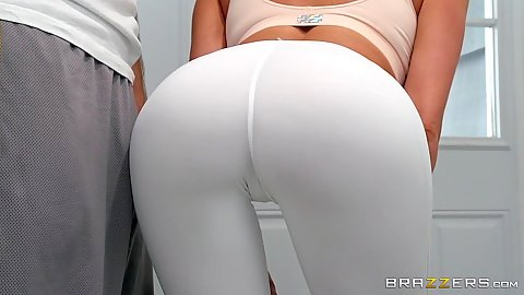 Tight yoga pants on juice milf wife butt Jaclyn Taylor