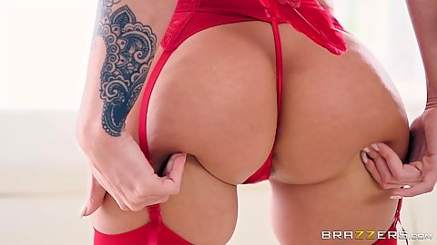 Nice showing and pussy play from lubed up valentines cupid Jada Stevens