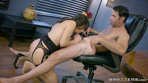 Sucking dick office slut Valentina Nappi and fucked right on the main table