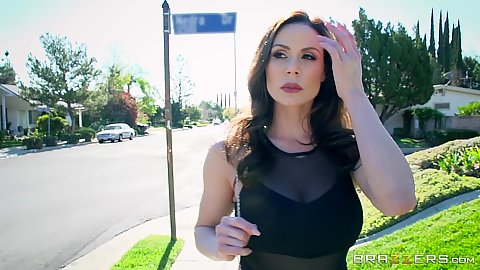 Public milf Kendra Lust going to see her personal trainer at the gym