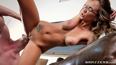 Eating pussy and stepdaughter Layla London works some dick
