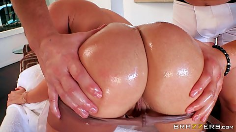 Bubble butt oil worship with Kat Dior getting her pantyhose rolled off