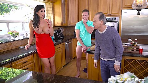 Pulled out tits stepmom milf Reagan Foxx gets screwed in kitchen