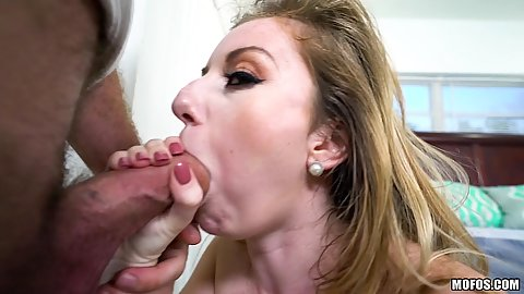Knockout Daisy Chainz has a thick cock in her mouth