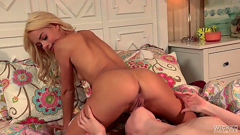Alexa Grace and Elsa Jean sitting on face lesbian 69 and pussy munching