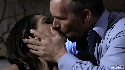 Kissing and cunnilingus with trimmed vagina brunette Sara Luvv