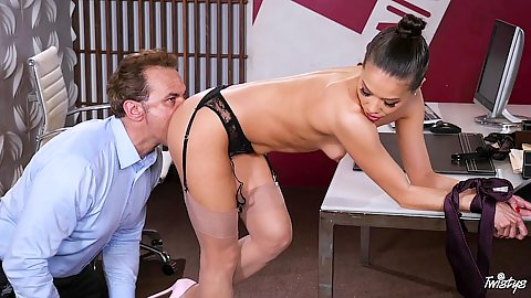 Knockout asian office whore Kalina Ryu gets licked