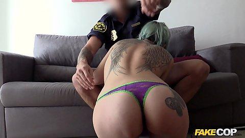 Policeman getting suckie suckie from inked slut Onix Babe