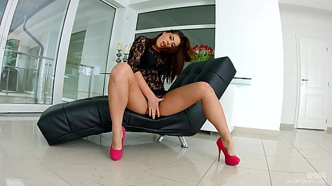 Nikki Waine not shy about spreading legs to touch self