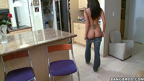 Ava Spice goes to chick with her pants pulled down