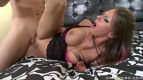 Rachel Roxxx puts up a leg and gets thrusted